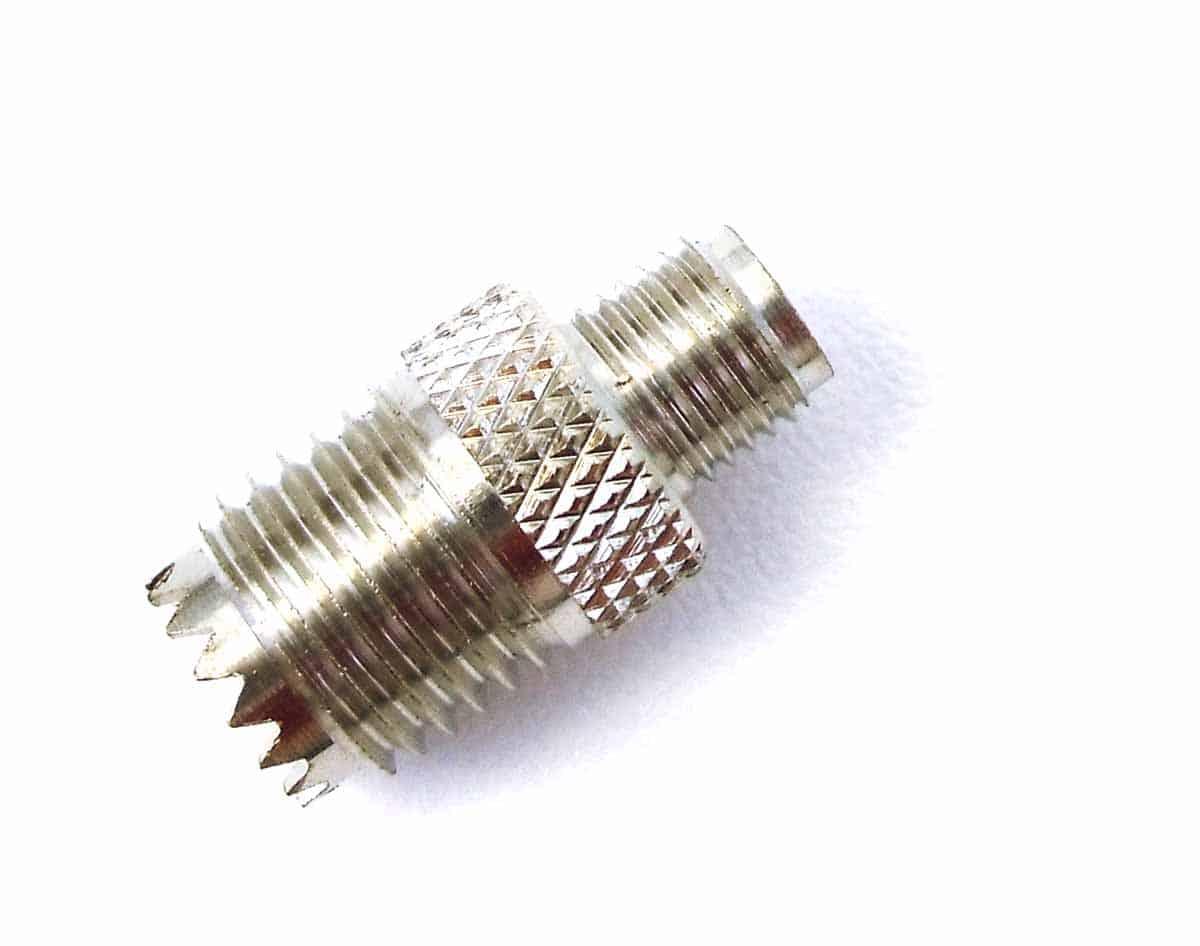 AA31 - Mini-Uhf/F To Sma/F Adapter