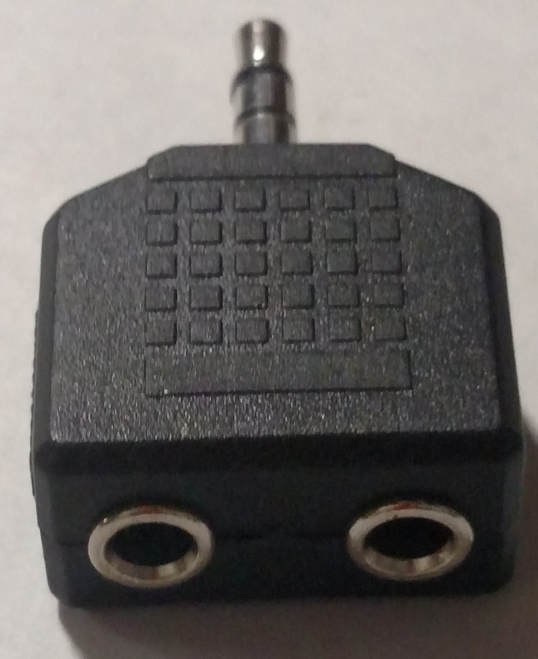 AD531X - Marmat Y Adapter Single 3.5 Plug To Two 3.5 Jacks